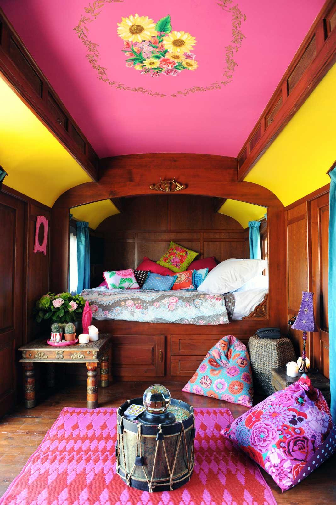 camargue week end romantique dans une roulotte au mas de. Black Bedroom Furniture Sets. Home Design Ideas