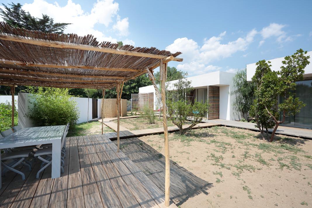 oasis spectaculaire une maison d 39 architecte grizette. Black Bedroom Furniture Sets. Home Design Ideas