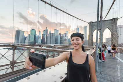 william87-fotolia-com-selfie-brooklynbridge