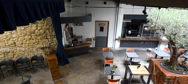 le gazette caf restaurant et sc ne culturelle. Black Bedroom Furniture Sets. Home Design Ideas