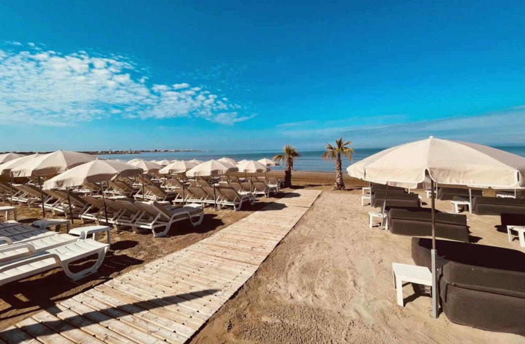La Plage des Artistes plage privée au Grau-du-Roi