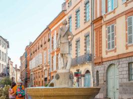 Place Saintes-Scarbes quartier Saint-Étienne à Toulouse